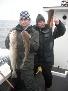 Tim en Joost met kabeljauw
